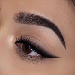 bridal makeup look winged eyeliner